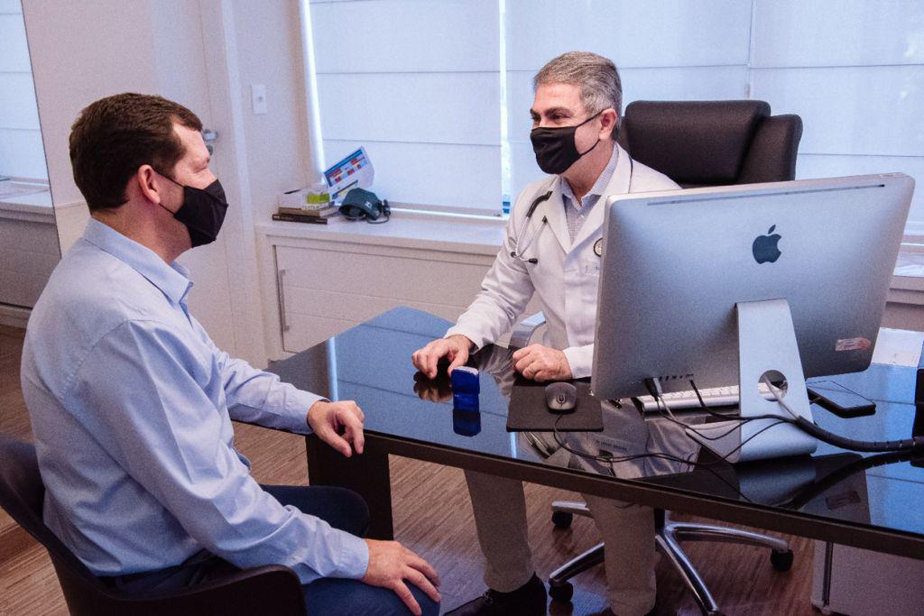 Foto de uma consulta sendo realizada